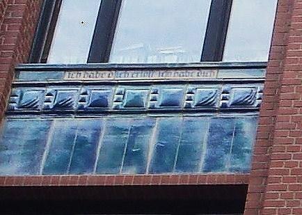 Hamburg - Kontorhäuser - Haus Pinçon - Neuer Wall 26-28 - Eingearbeitet der Konfirmationsspruch ...