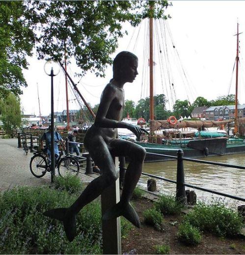 Weitere Skulpturen des Künstlers Karl-Ludwig Böke (Sie erinnern die Teelke aus Teil 1_) befinden sich am Hafen (wie auch das Böke-Museum). Hier seine Meerwiefke ...