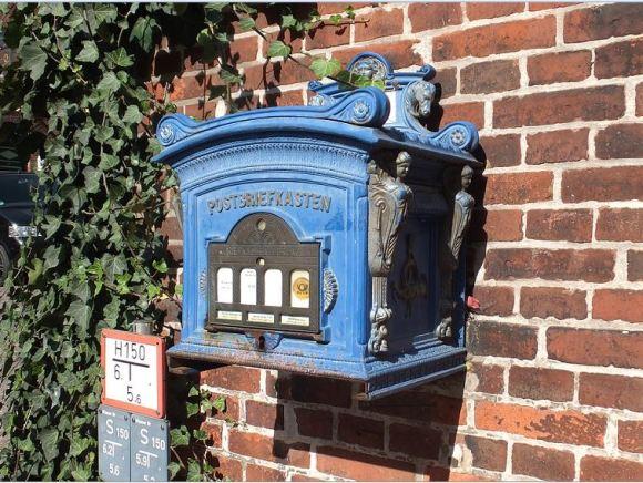 Lauenburg - Alter Postbriefkasten in der Altstadt