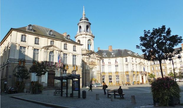 Bretagne - Rennes - Das Rathaus: Hôtel de Ville  (geschmückt für Allerheiligen am 01. November)