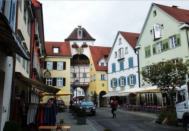 Meersburg am Bodensee - Unterstadtstraße mit Stadttor