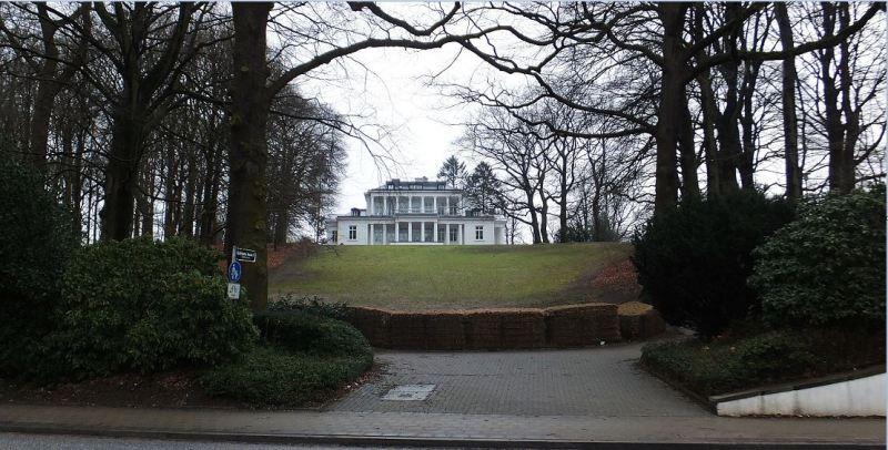 Hamburg - Blankenese - Goßlers Park (mit Rodelhang und Strohballenauffangvorrichtung)