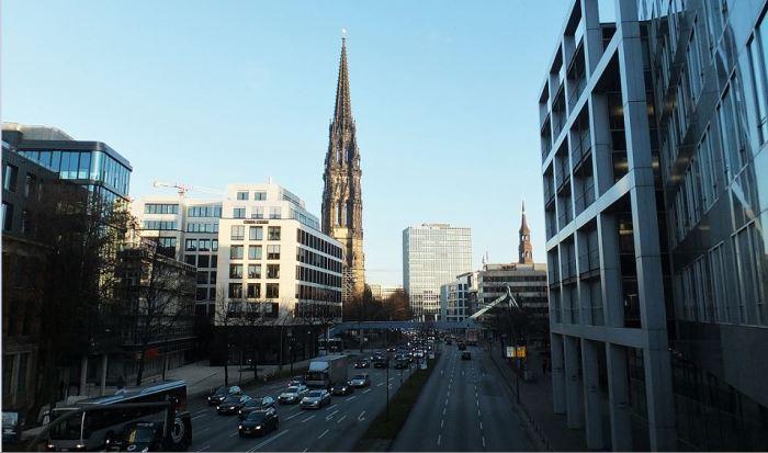 Hamburg - Altstadt - Mahnmal St. Nikolai - Blick von der Neustadt aus nach Osten