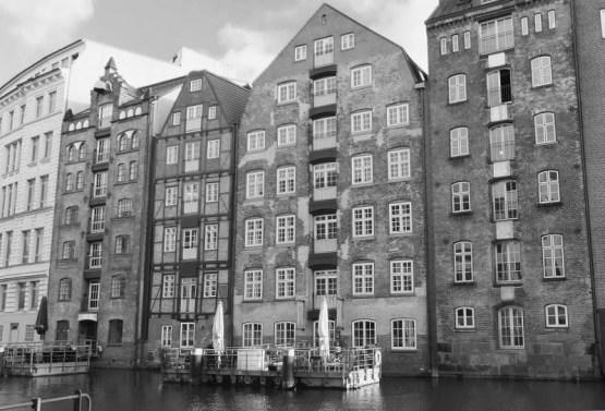 Hamburg - Altstadt - Nikolaifleet - Rückfronten der Deichstraßenhäuser -s/w