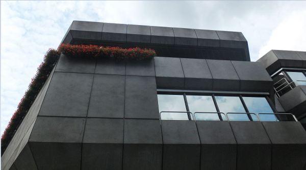Hamburg - Tag des Offenen Denkmals 2018 - Betonbrutalismus - Deutsche Bundesbank Hamburg - Blick an der Fassade hinauf
